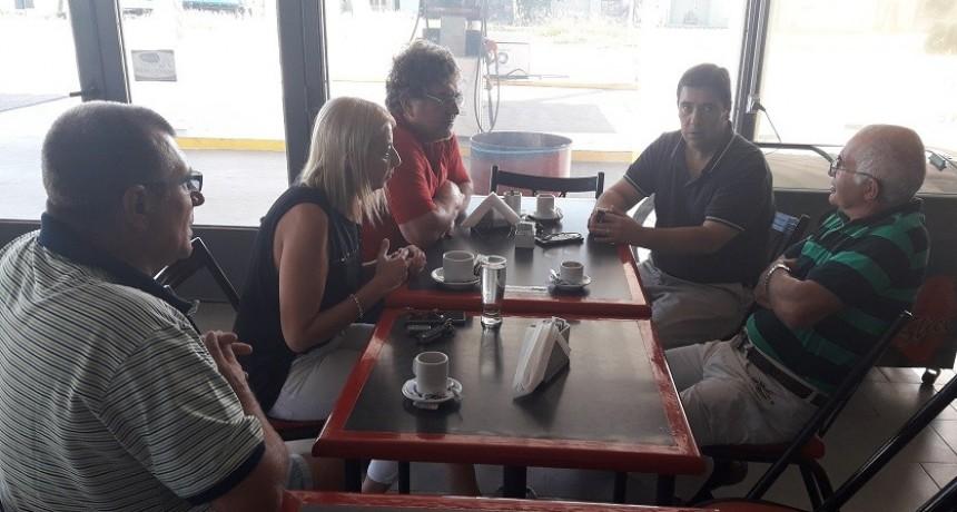 Presidente del TRA María Teresa y transportista junto a Pablo Agolanti dirigente de Fe.Tr.A y Valeria Pardo asesora legal. se reúnen con representante de Barbero Hnos.