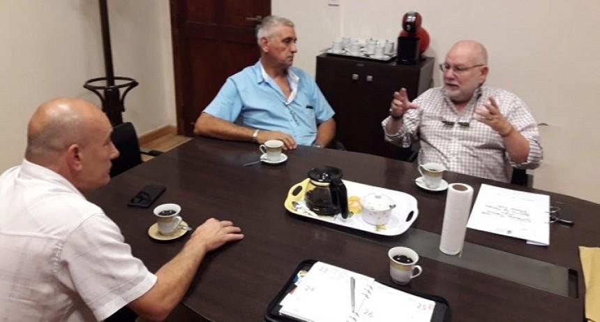 Reunión en Comuna de Timbues por reparación de caminos y accesos portuarios.