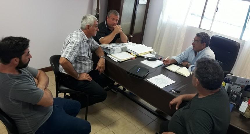 Autoridades del Centro de Cnel. Arnold y Gremial de Fe.Tr.A con Intendente.
