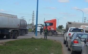 Gendarmeria en cruce de rutas 10 y 11 (San Lorenzo)
