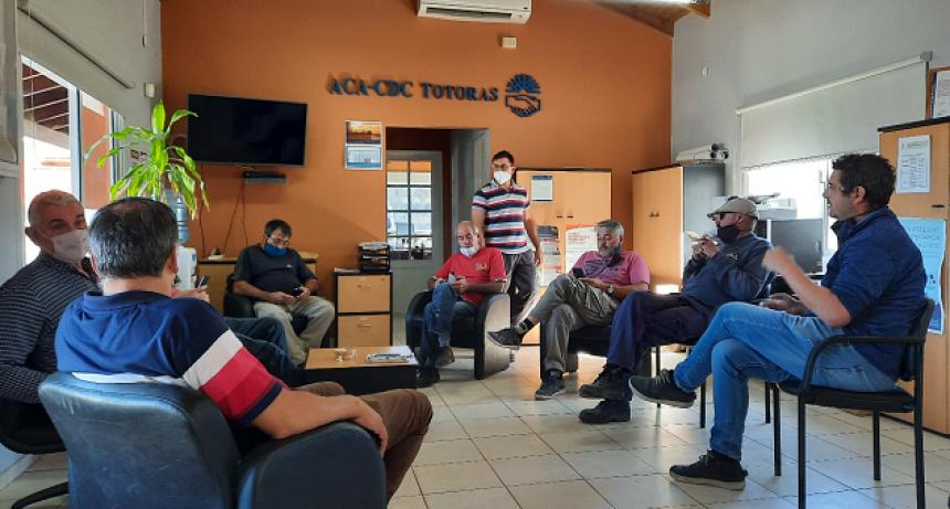 Directivos del TRA Totoras acompañados por dirigentes de Fe.Tr.A se reúnen con gerente y responsable de logística de ACA.