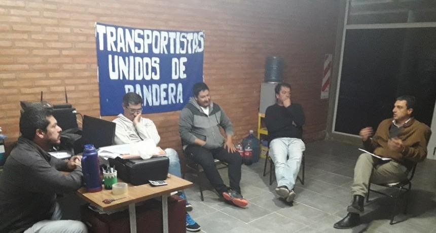 Importante reunión en la sede de la Asoc. de Transportistas Unidos de Bandera