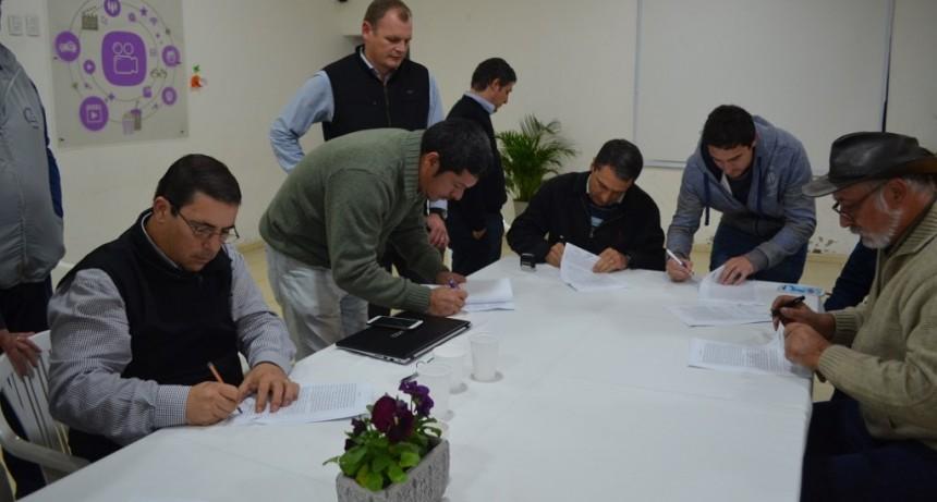 Firma del Acta Acuerdo por tarifa para el transporte de cereales en la Provincia de Santiago del Estero.
