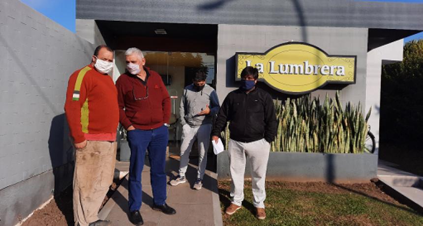 Dirigentes del TRA de la localidad de Máximo Paz acompañados por Secretario Gremial de la Federación visitan oficinas del dador de Carga La Lumbrera.