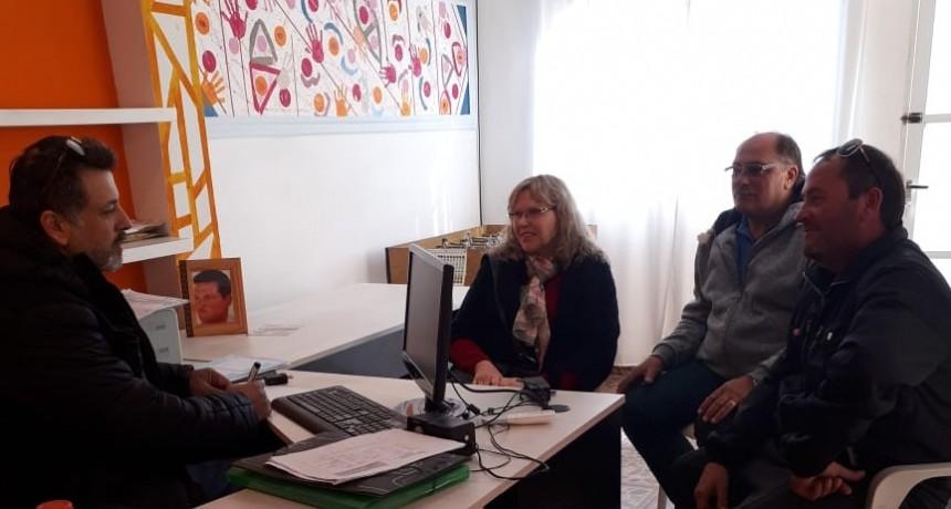 Dirigente de la federación visita transportistas asociados de Humboldt