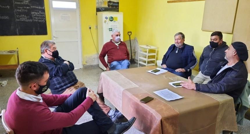 Secretario Gremial y asesor de la Federación, se reúnen con autoridades y transportistas de la entidad de San José de la Esquina.
