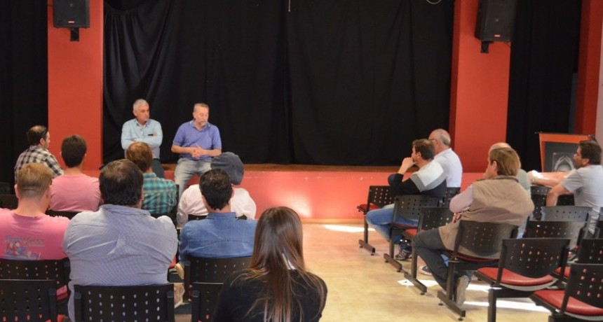 Asoc. de Transportistas de Buchardo y transportes en reunión con los Intendentes de Buchardo e Italo.