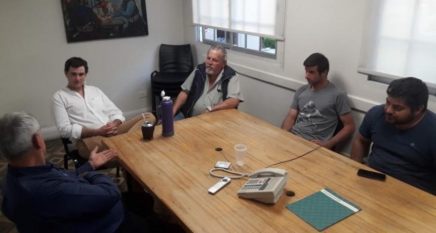 Directivos de la entidad de Catrilo junto a los dirigentes de Fe.Tr.A visitan las oficinas de Lartirigoyen y Cia.