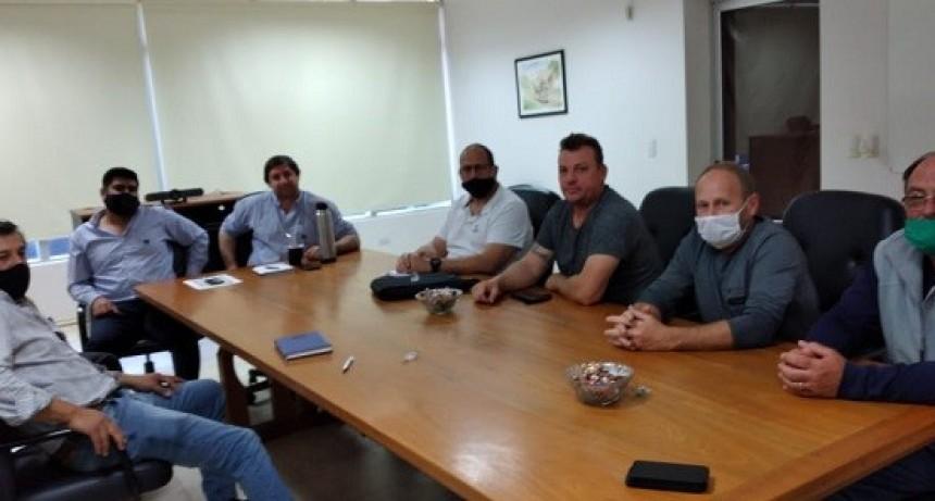 Dirigente  de Fe.Tr.A e integrantes del TRA Humboldt visitan AFA.