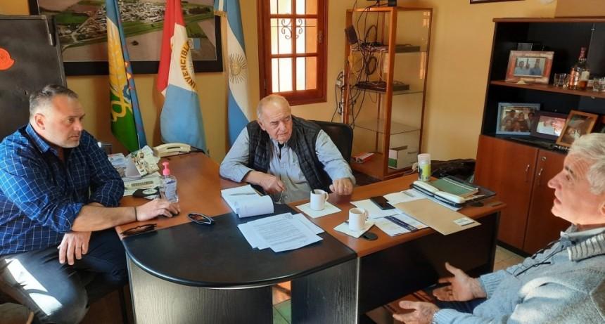 Dirigente de Fe.Tr.A junto al titular de la entidad de Transportistas de Cañada del Ucle, se reúnen con presidente Comunal.