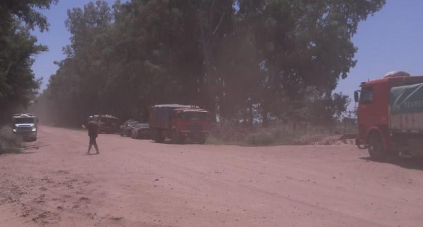 Transportistas de la entidad de Villa Cañas adherida a Fe.Tr.A en asamblea frente a Estancia Los Angeles.